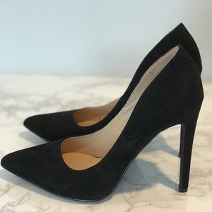 Windsor Shoes - *Like New!* Black Windsor stiletto pumps size 7.5!